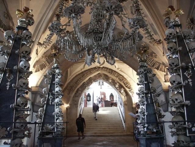 Картинки по запросу Церковь из костей - Костница